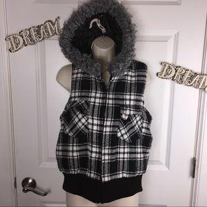 Super cute Wet Seal vest with faux fur trim hood